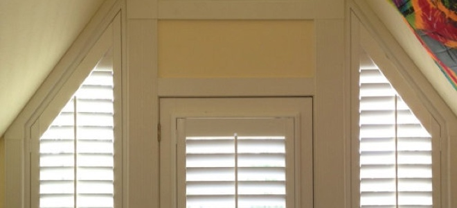 Angled sidelights around a door.